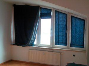 Alte Fensterfront im Schlafzimmer
